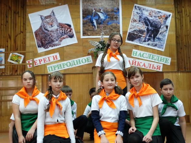 Выступление агитбригады школы №25. Фото Т. Горошко